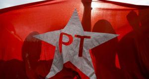 © AFP 2018 / MIGUEL SCHINCARIOL PT brasileño podría aliarse en elecciones 2018 con promotores de impeachment a Rousseff